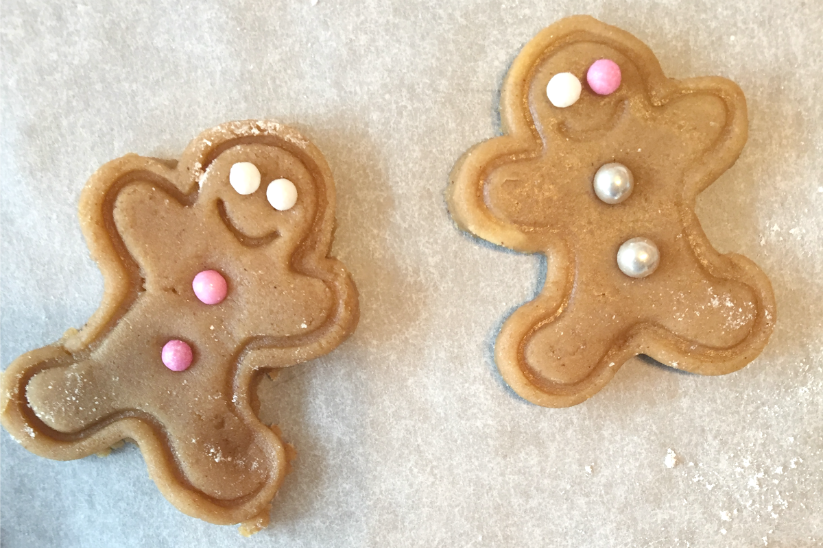 Gingerbread men http://rainbeaubelle.com