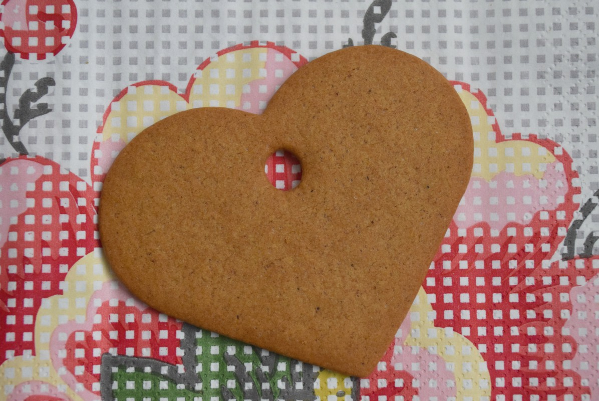 Heart biscuit from Ikea http://rainbeaubellle.com