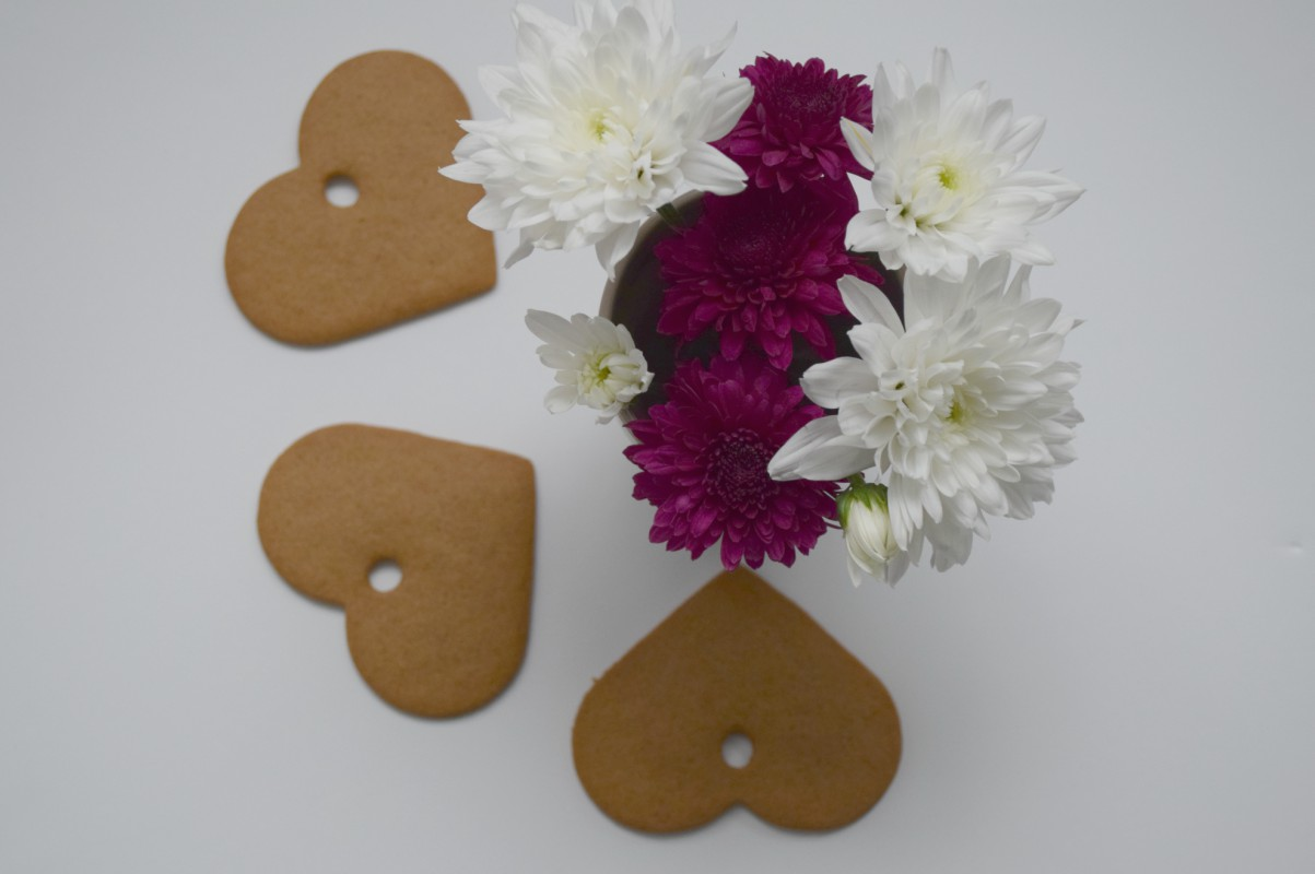 Ikea heart biscuits and flowers - http://rainbeaubelle.com