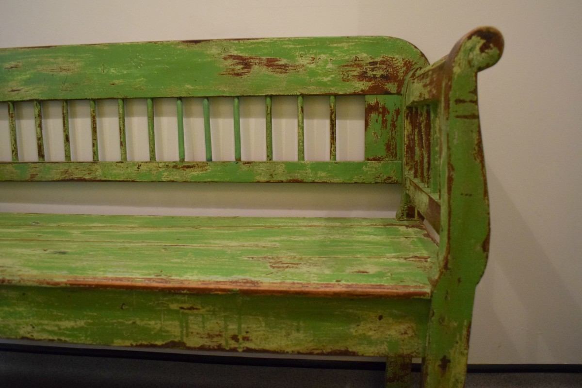 Green bench at Goose